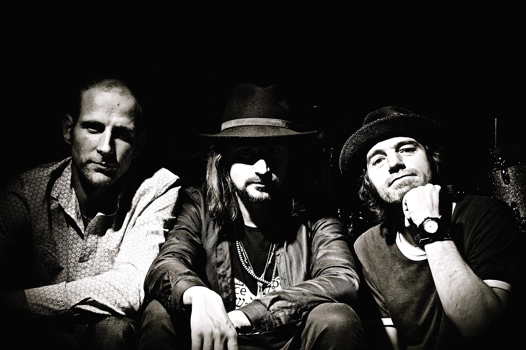 Trio (E-D-T)
